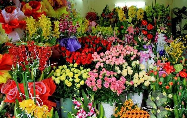 Kiếm tiền nhanh bằng cách bán hoa dịp lễ