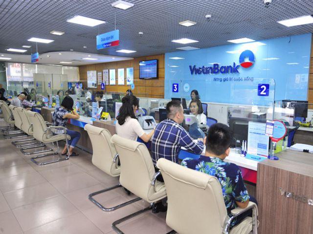 Giao dịch rút tiền tại ngân hàng Vietinbank