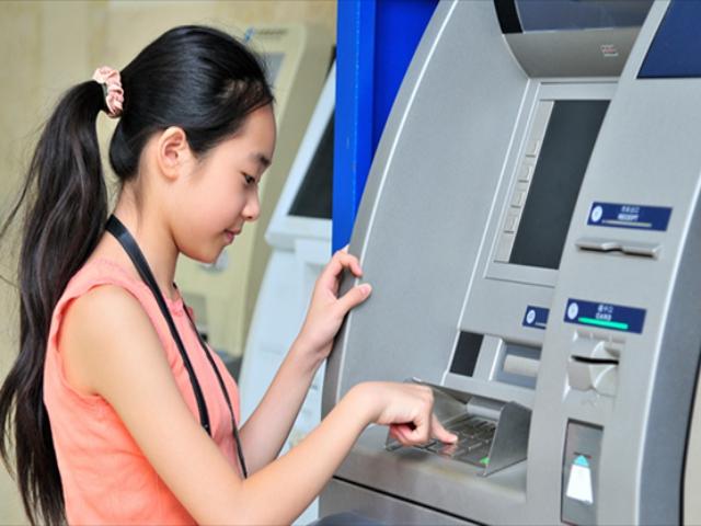 Một số lưu ý khi sử dụng thẻ ATM cho người dưới 16 tuổi